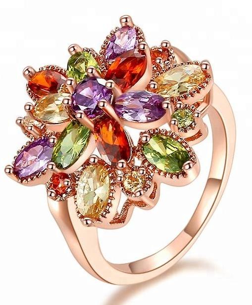 Кольцо с разноцветными фианитами