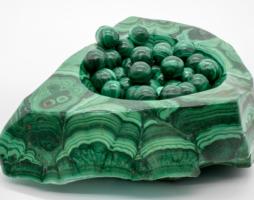 Где добывают малахит, история камня, в каких ювелирных изделиях используют