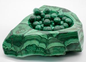 Где добывают малахит: месторождения, особенности и виды камня