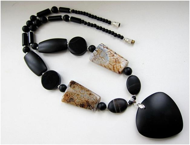 Ожерелье из гагата