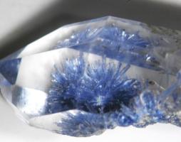 Дюмортьерит: магия камня, разновидности, целебные свойства