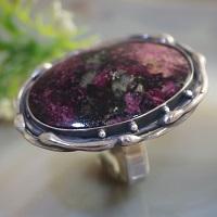 Пурпурно-вишневый эвдиалит