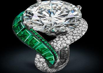 Необычное кольцо с бриллиантами