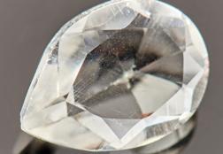 Как отличить горный хрусталь от стекла в домашних условиях: виды подделок, способы проверки