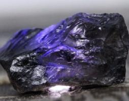 Иолит: магия камня, разновидности, области применения
