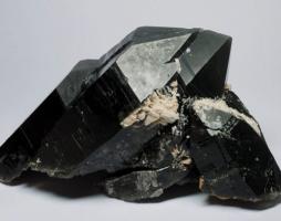 Минерал Морион: магические и целебные свойства, кому его следует носить