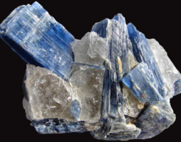 Кианит: его необычные свойства, украшения