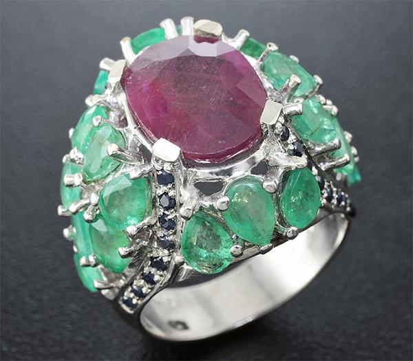 Кольцо с рубином и изумрудами