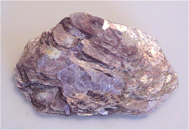 Камень лепидолит