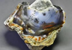 Моховой агат: описание камня, его свойства, украшения