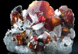 Камень Пироп: свойства, цвета, совместимость со знаками Зодиака