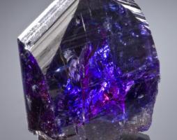 Танзанит — редчайший драгоценный камень