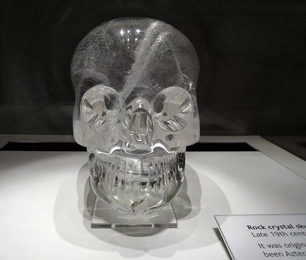 Кварц череп