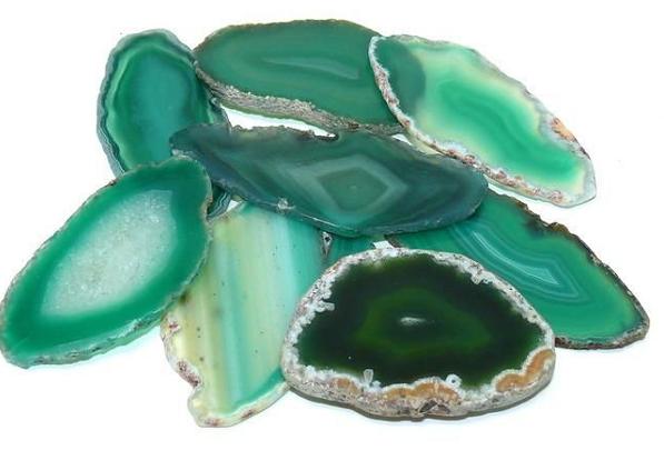 Камень зеленый агат